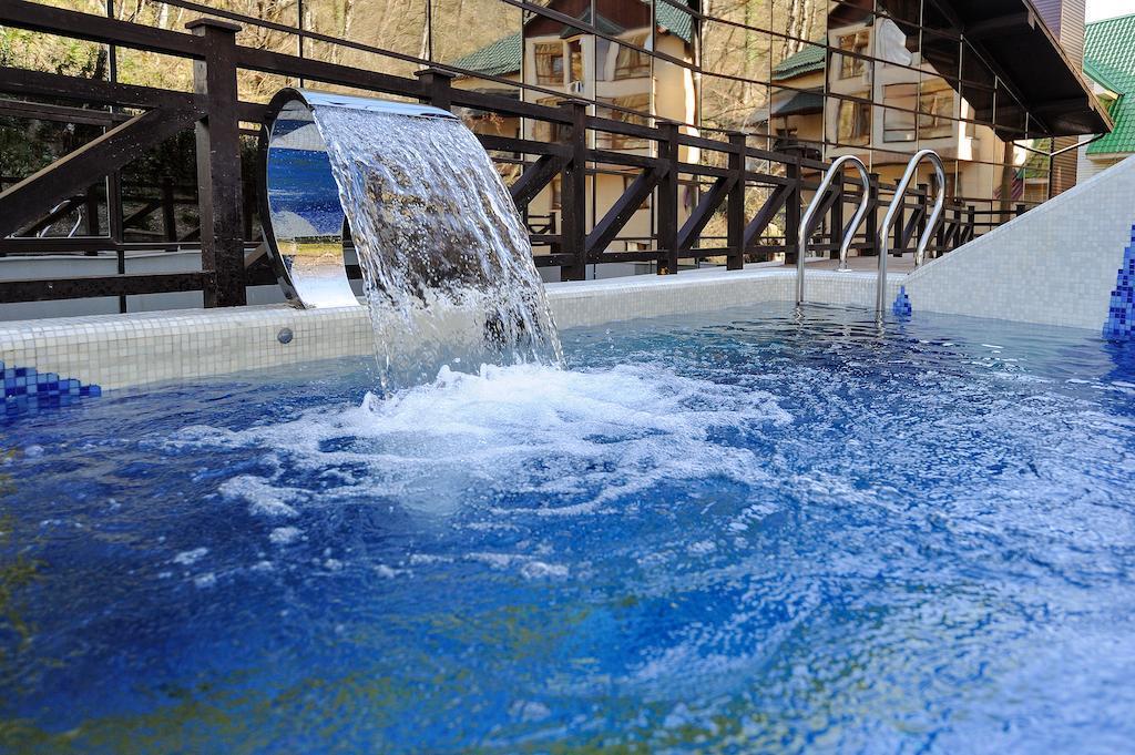 Отели Роза Хутор с бассейном с подогревом
