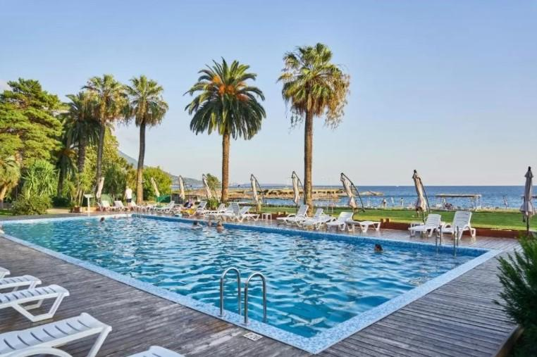 Отели Абхазии с бассейном на берегу моря